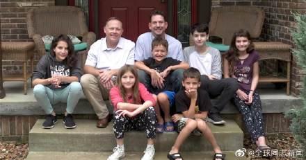 美国一对同性伴侣同时领养6个孩子,孩子们是亲兄弟姐妹 同志新闻 第4张