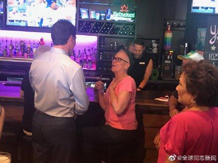 加拿大总理特鲁多光临同性恋酒吧 同志新闻 第7张