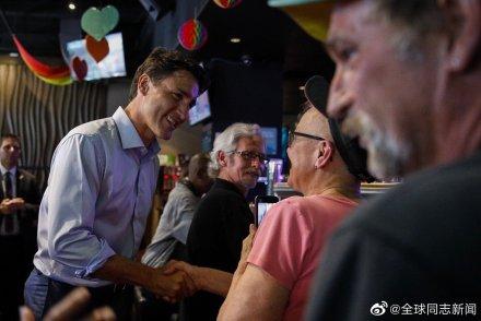 加拿大总理特鲁多光临同性恋酒吧 同志新闻 第5张