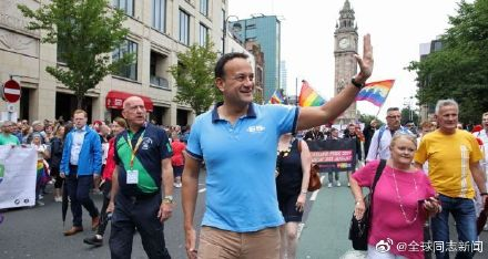 爱尔兰的总理参加北爱尔兰的LGBT骄傲游-行