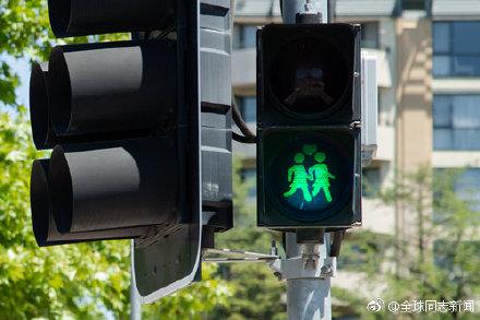 澳大利亚:同性恋交通灯庆贺婚姻平权一周年