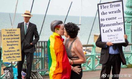 英国:面对恐同人士,他他和她她用这样的方式反击 同志新闻 第3张