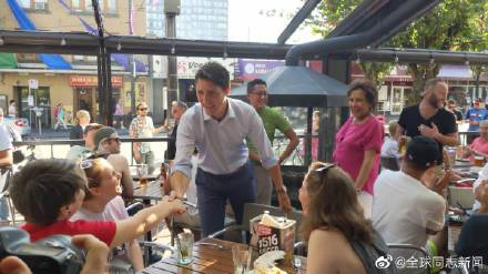 加拿大总理特鲁多光临同性恋酒吧 同志新闻 第3张
