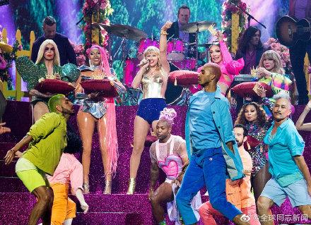 歌手Taylor Swift获MTV大奖,颁奖典礼演唱和发言力挺LGBT平权 同志新闻 第4张