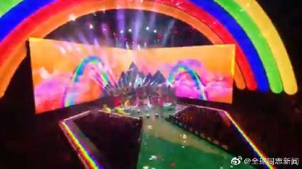 歌手Taylor Swift获MTV大奖,颁奖典礼演唱和发言力挺LGBT平权 同志新闻 第3张