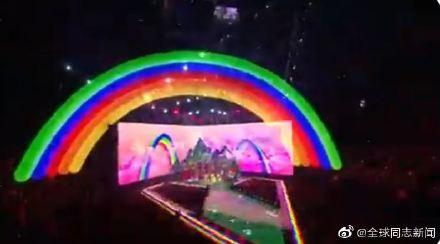 歌手Taylor Swift获MTV大奖,颁奖典礼演唱和发言力挺LGBT平权 同志新闻 第2张