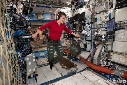 在国际空间站住了半年的美国女宇航员有同性配偶 同志新闻 第4张