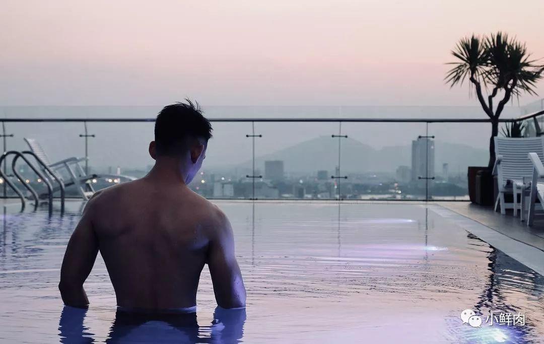 光膀子跑大半个中国,这位筋肉男孩的硬照爱了!