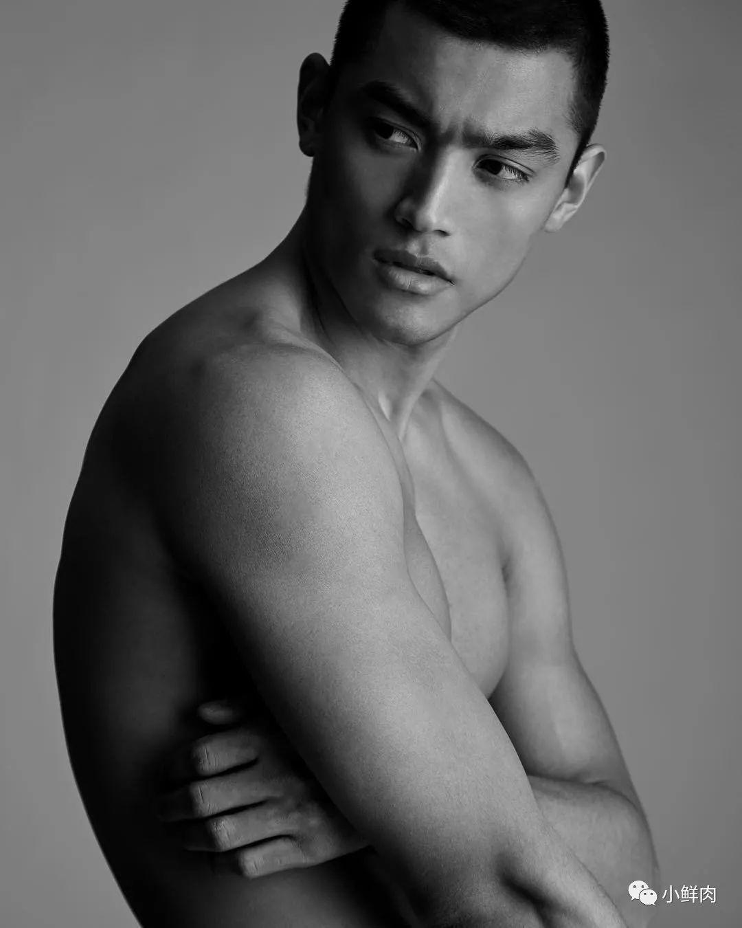 被香奈儿选上的亚洲男模,未火先上位?!