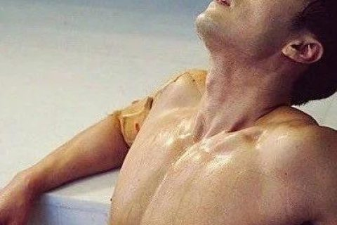 苏志燮硬照一览:浴缸戏真是男主必不可少的桥段!