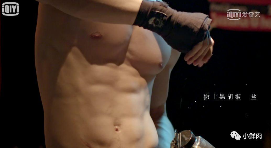 靠臀膜走红的豆花哥,这撑爆衬衫的胸肌大到犯规!