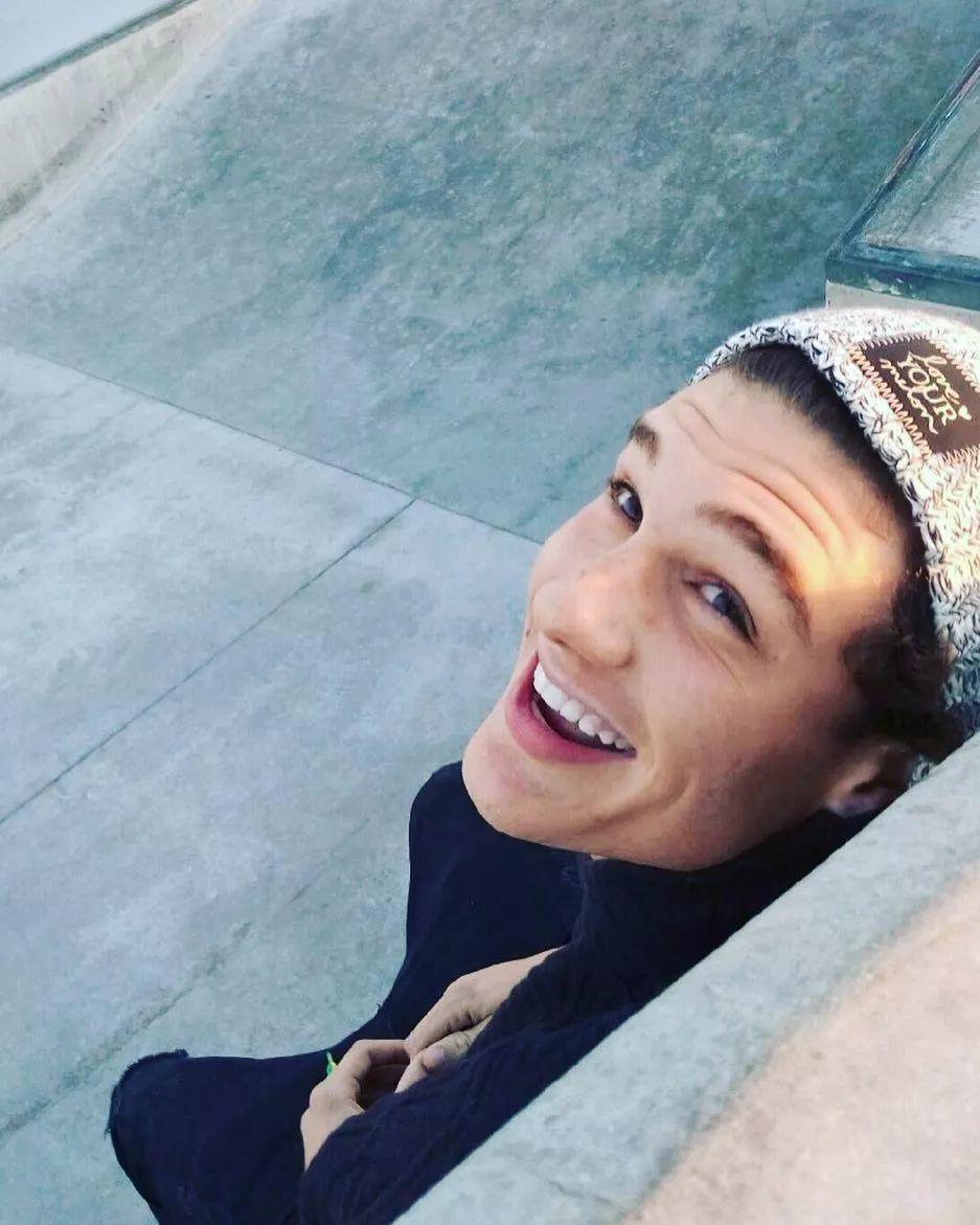 这个男模曾是无家可归的流浪汉,但Kendall改变了他的一生!