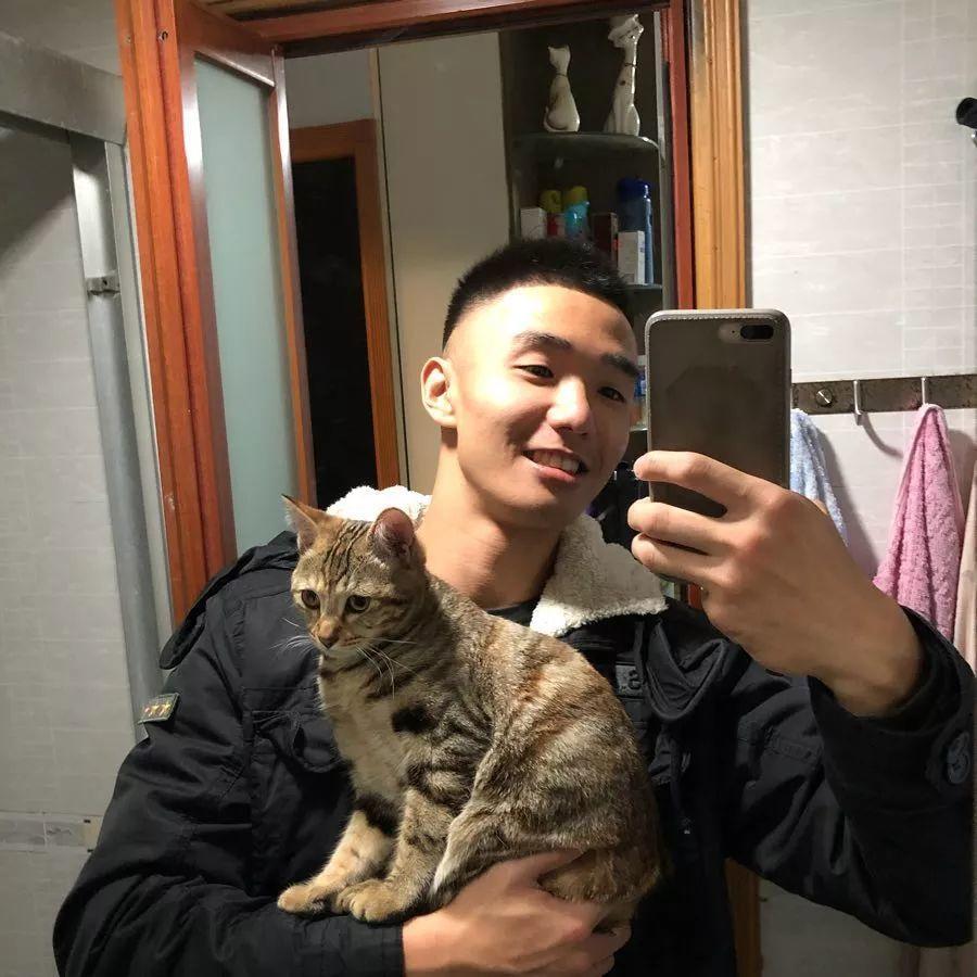 奶凶拳击手成摄影师新宠,体育生小马驹电力十足!