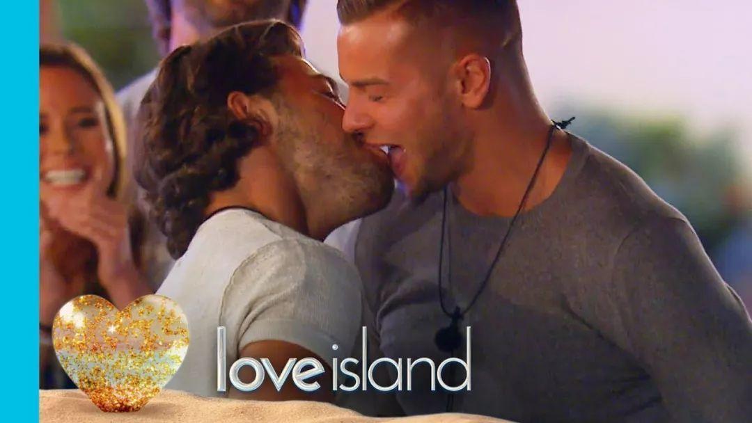 英国真人秀《Love Island》里的小狼狗,想和他玩捕捉爱的小游戏
