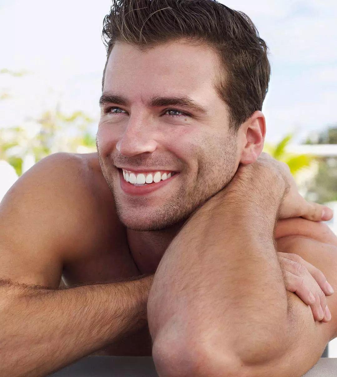 加州男孩Taylor Phillips疑似出柜!火热肉体甜美笑容,我已沦陷!
