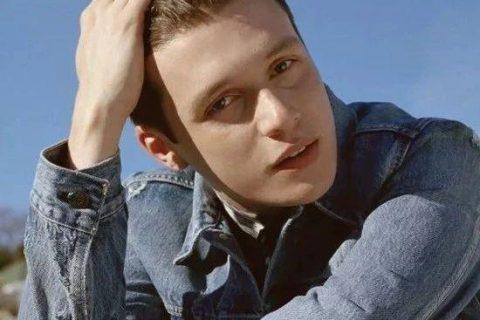 Love, Simon男孩拍摄Prada广告,出乎意料的人选!