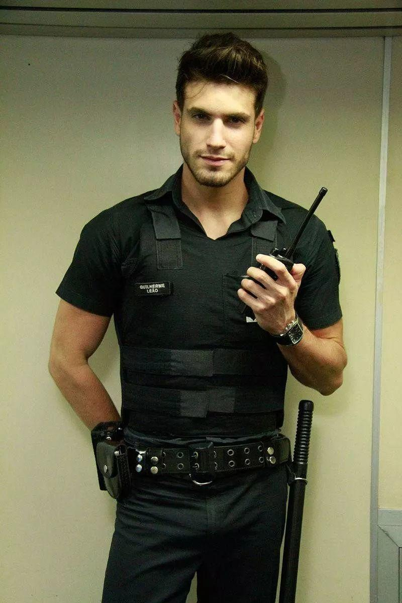 巴西超帅地铁保安在全球网络走红,想被他保护!
