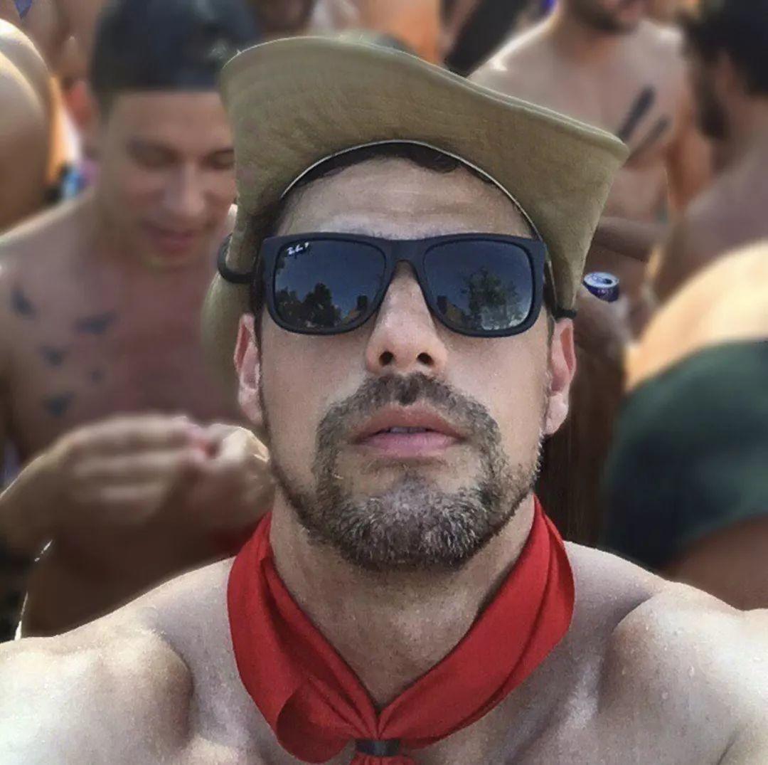四十三岁高颜值英语老师Caio Araujo,课下变身天菜男模!