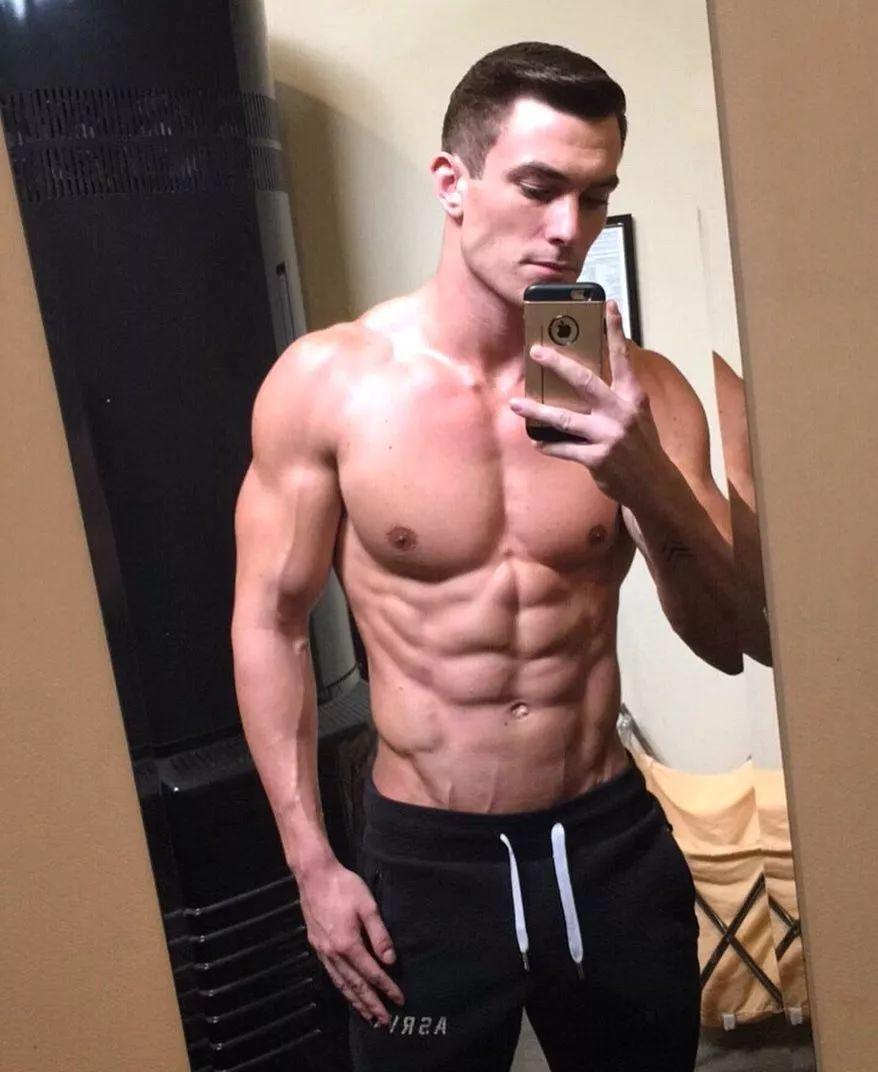 靠Tumblr上走红狂赚一百五十万美元,登上福布斯的健身男孩Vince Sant