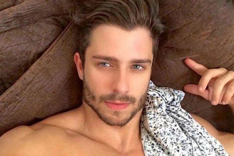 眼睛里有海洋的巴西男人,杂乱却又性感的胡渣!