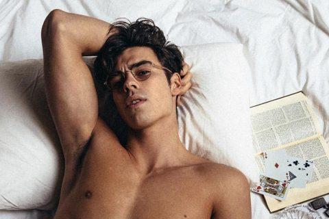 高贵的出身美丽的容貌,法国23岁男模兼旅行博主Corentin Huard