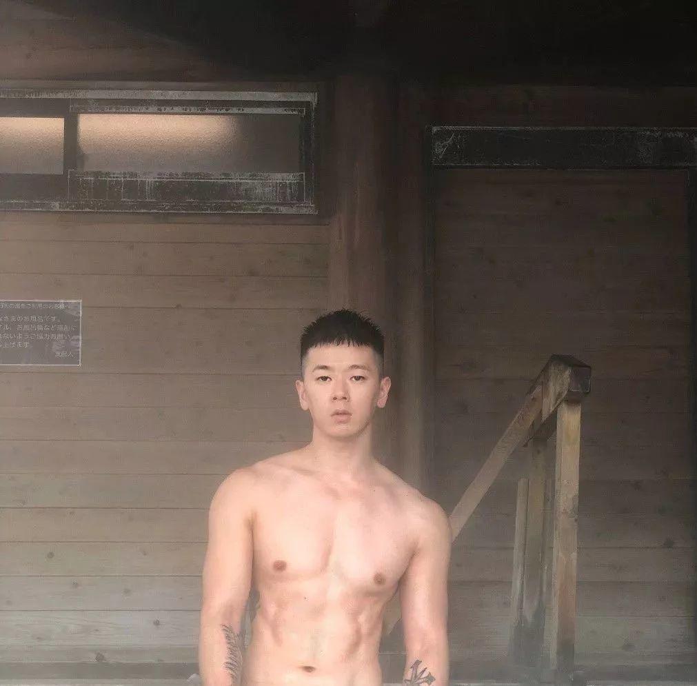 推特上一台湾小哥火了,没想到他居然是蔡依林的御用伴舞!