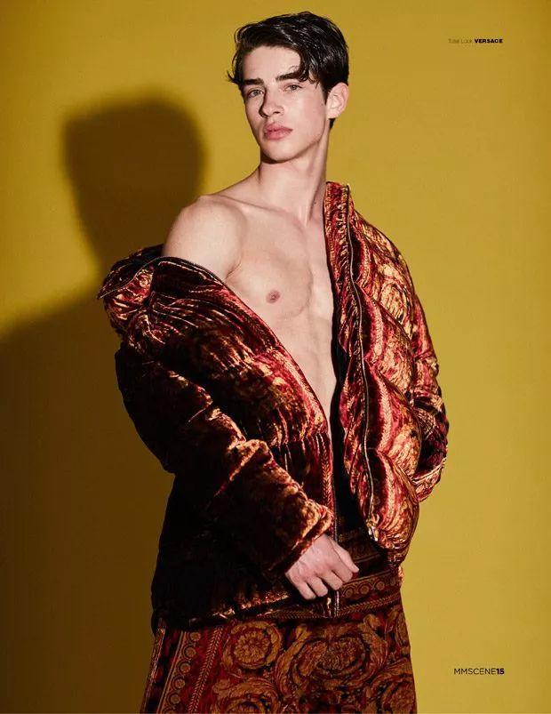 自拍狂魔,天仙攻,潮流教主....西班牙大网红Manu Rios究竟是个怎么样的人?