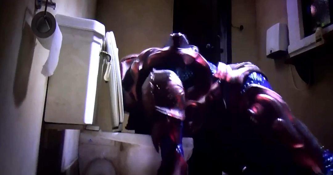 小鲜肉裸上身猛挥拳,男主播大喊招架不住!