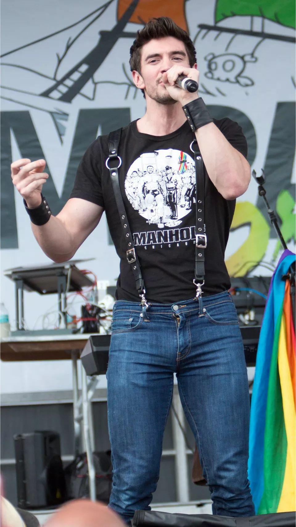 装1失败!传说中美国乐坛最优的Steve Grand被骚0粉丝嫌弃了!