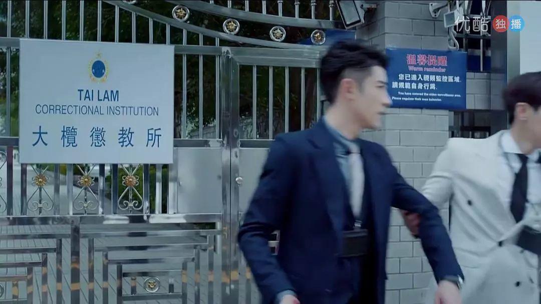 颜肉俱全浴室新剧,禁欲斯文系警探猫鼠cp真下饭!