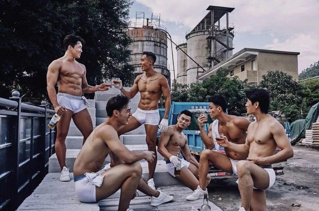 真枪实弹上阵场面污爆…中国男版维秘又来了!