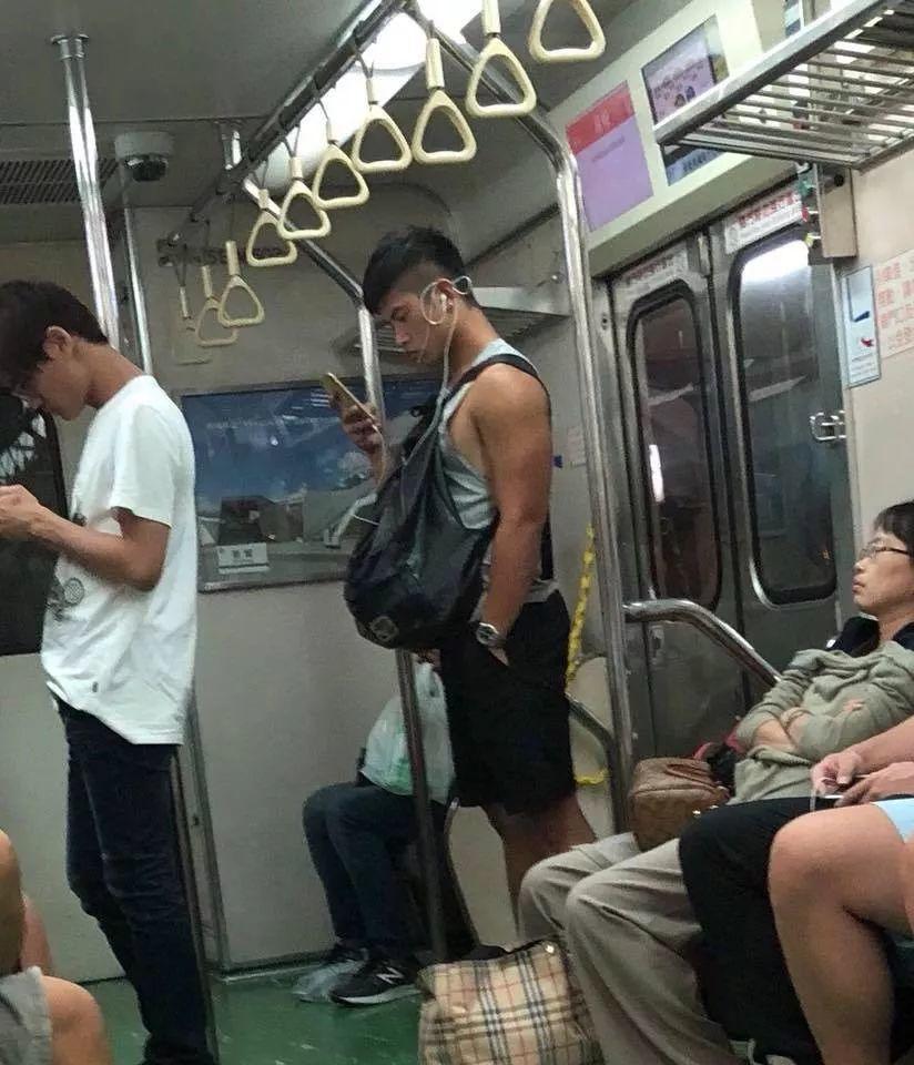 地铁偶遇大鼻梁网红,是时候验货了!