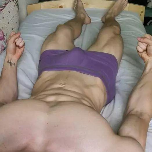 腹肌躺究竟有多性感?屏幕都舔坏了!