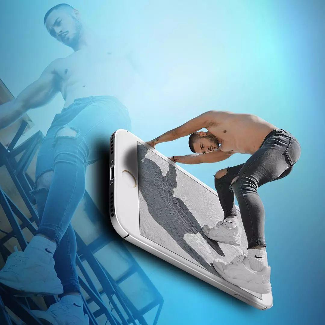 筋肉帅哥都从手机跑出来了……