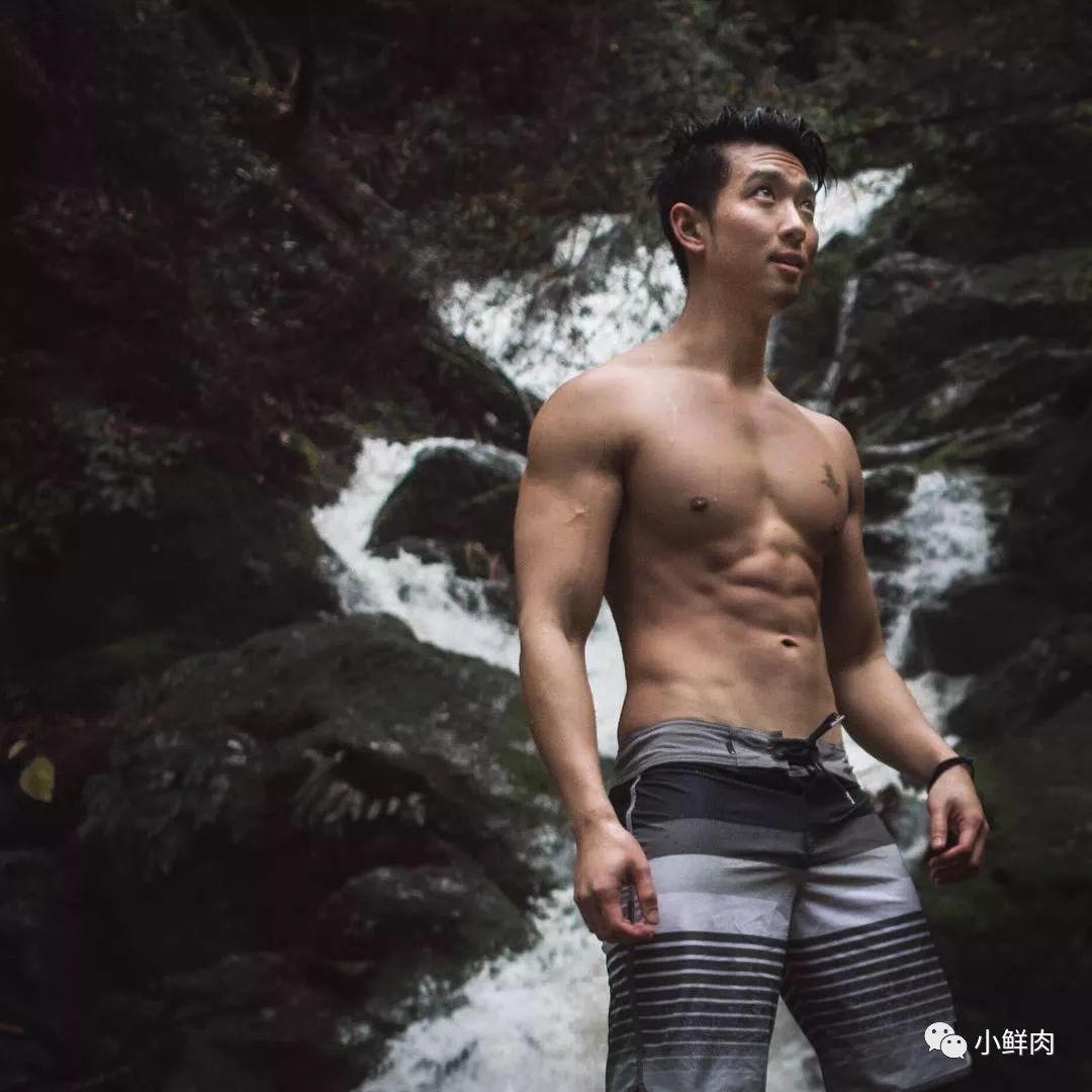 18岁出道颜值完胜包晗的他,如今转型做私教网红?