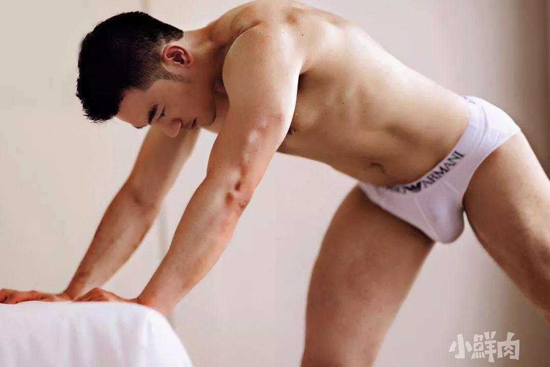 白大褂底下隐藏的舔屏好肉体,脱掉衣服的他们是这样的!