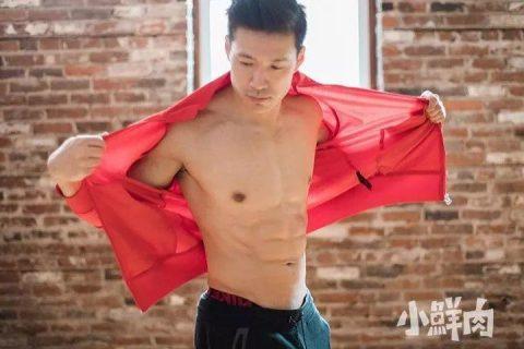 亚裔健身天菜遭霸凌,拍视频自证够硬够性感!