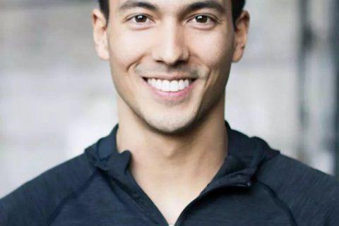 男模摄影师倒台,亚裔男模自曝差点就他被潜规则!