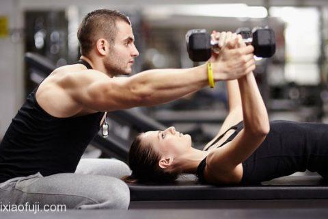 能训练全身大部分肌肉群的双人徒手健身