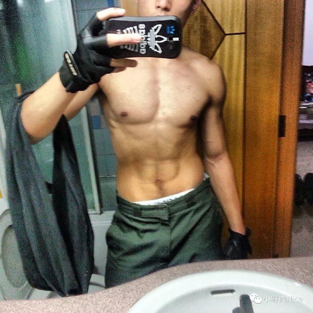 筋肉救生员哥哥,腹毛旺盛八块腹肌太吸睛
