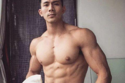 越南大Nai天菜,挺拔的胸肌让你无地自容