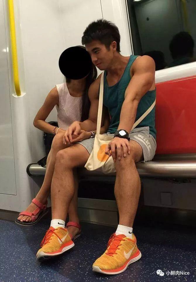 香港地铁里的大鼻子帅哥,颜值太惊艳了