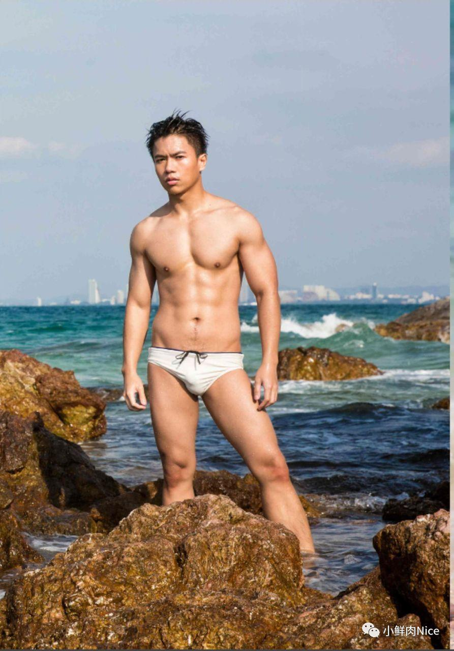 大包肌肉男海边拍广告,换了6条内裤。