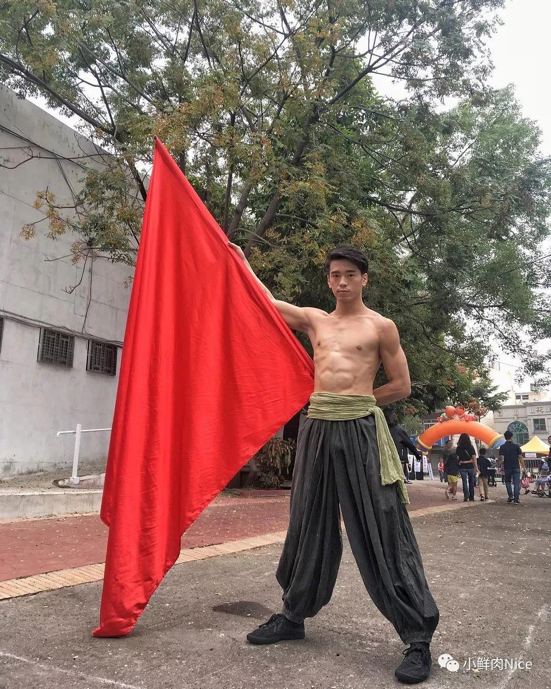 武术界的小狼狗,杂技演员胡嘉豪