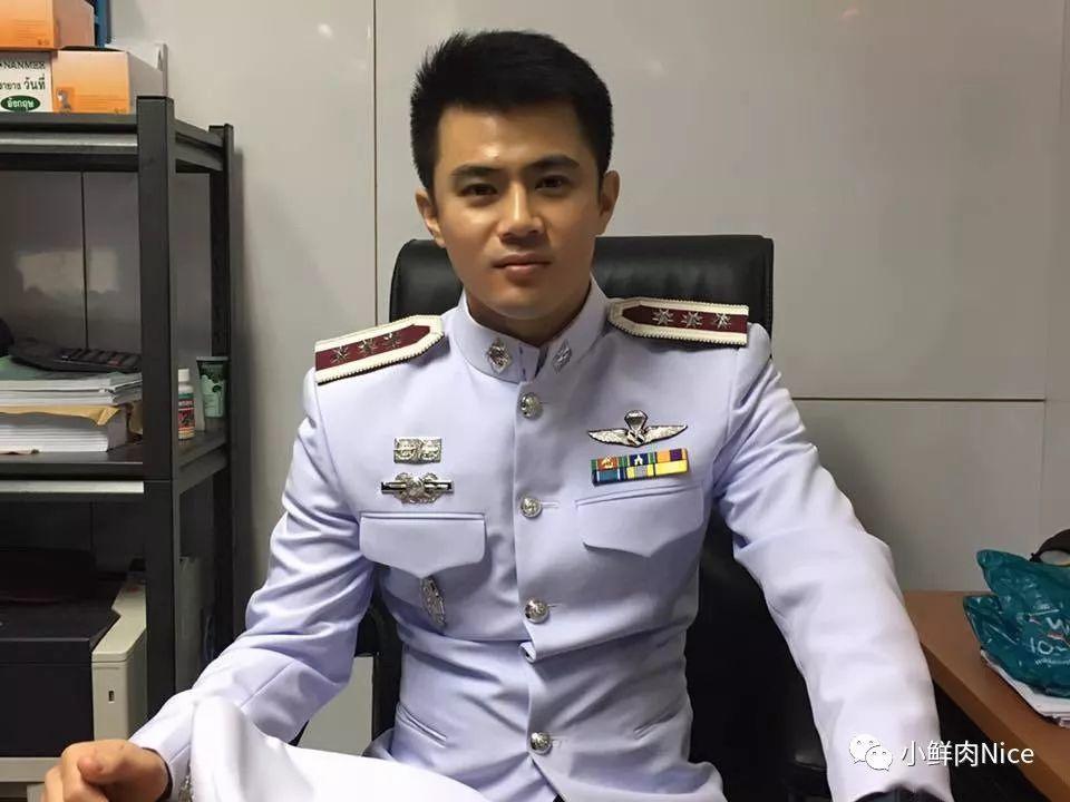 一组泰国军人照。