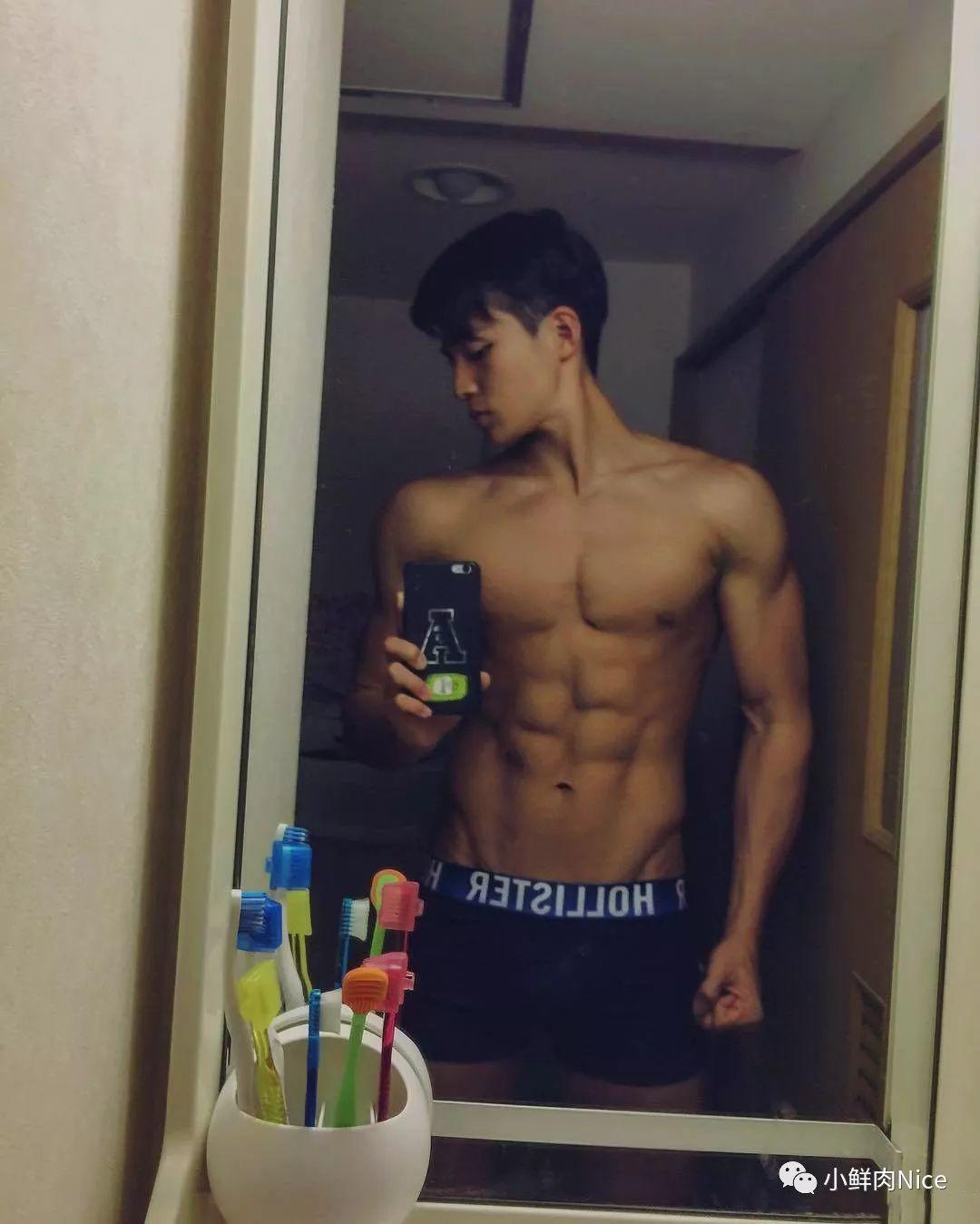 日本19岁健身男孩八木勇征。