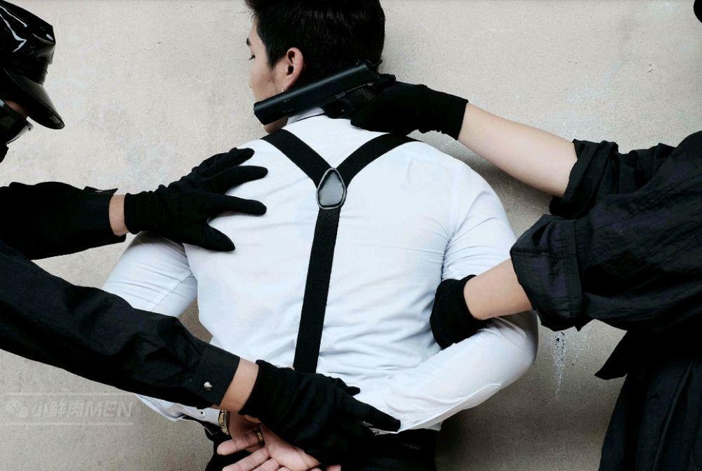 七尺男儿被强制,纹身和18CM太惹眼!