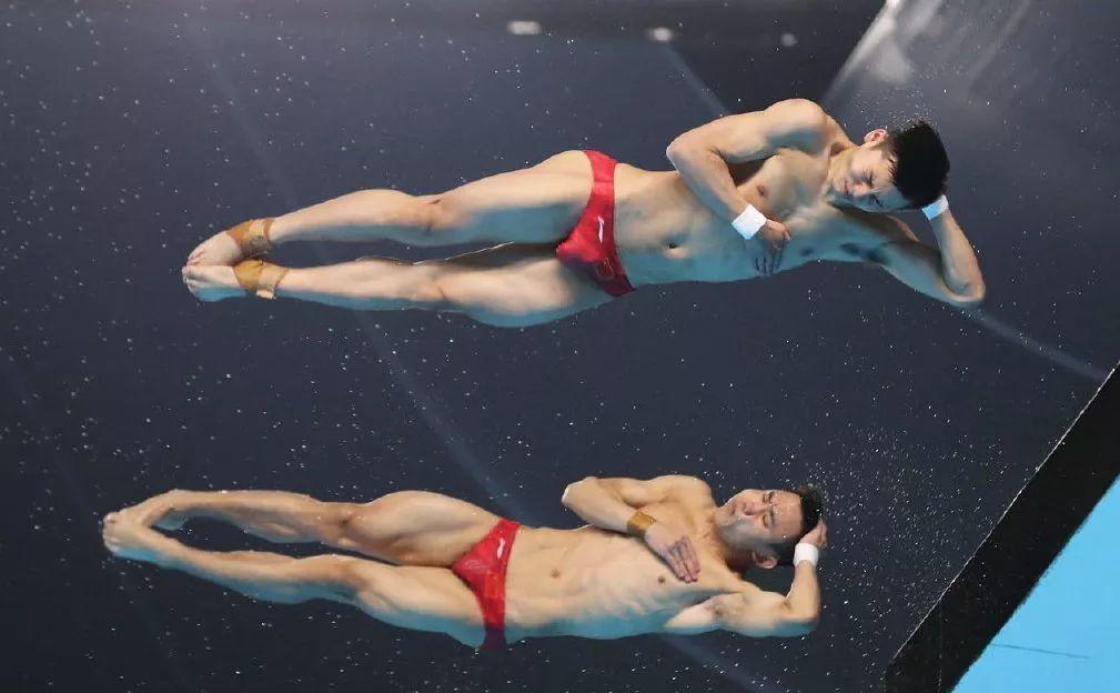 陈艾森最新硬照:穿紧身衣比泳裤更有料……