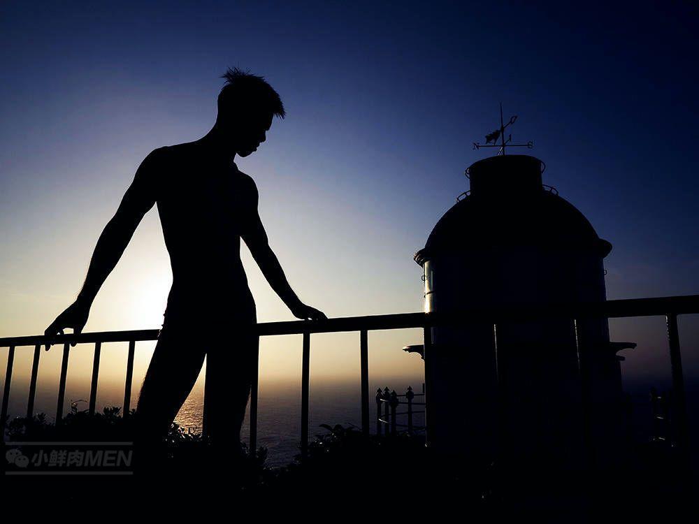 夕阳下的灯塔