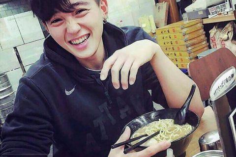 童颜巨乳的19岁日本男孩!